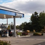 Chevron gas station bend or