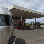 Giant gas station show low az